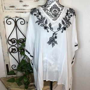 New York & co. Embroidered detail tunic